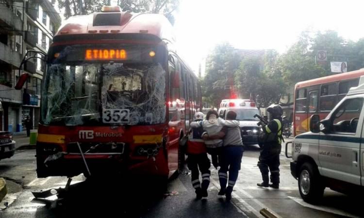 En horas pico, mayor incidencia en accidentes de Metrobús